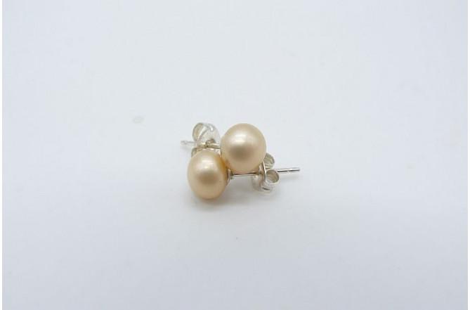 Ivory/Cream Pearl Stud Earring - Small