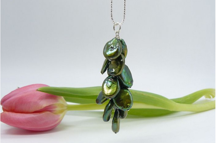 Green Flat Oval Pearl Cluster Long Necklace