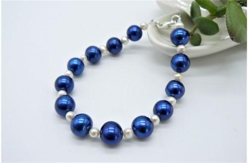 Bright Blue & White Large Round Pearl Bracelet