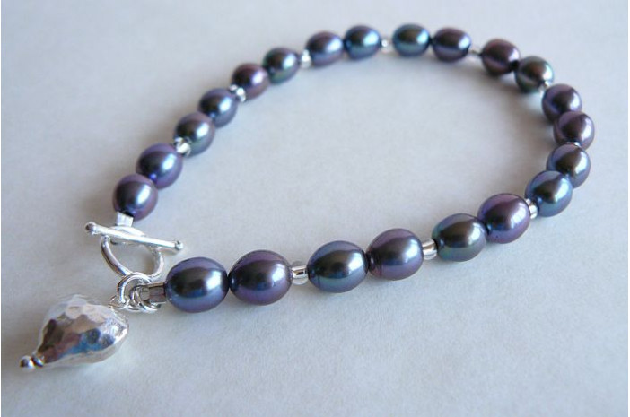 Grey Oval Pearls & Small Silver Heart Bracelet