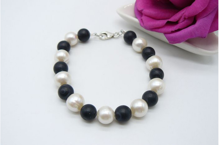 White Medium Round Pearl & Black Agate Bead Bracelet