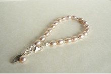 Pink Oval Pearl Bracelet & Leaf Charm