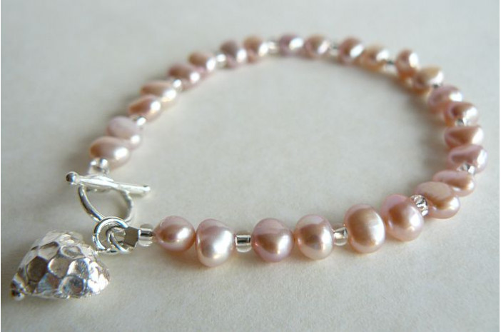 Pink Pearl & Silver Hammered Heart Bracelet
