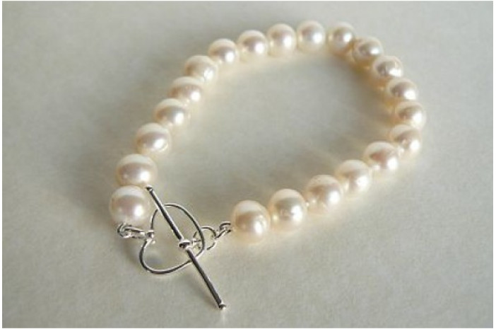 White Medium Round Pearl Bracelet & Heart Toggle Clasp