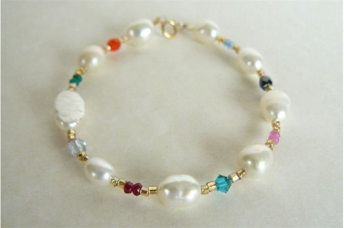 White Pearl & Gold Mixed Bead Bracelet