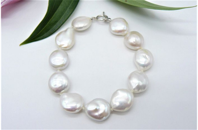 White Large Coin Pearl Bracelet