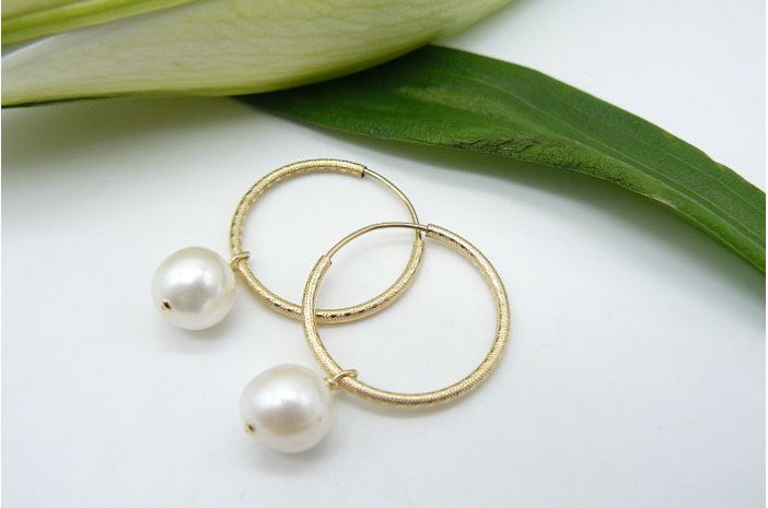 Pearl & Textured Gold Hoop Earrings