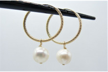 Pearl & Textured Gold Hoop Earrings