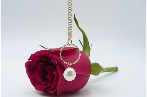 White Pearl & Facetted Gold Ring Pendant Necklace