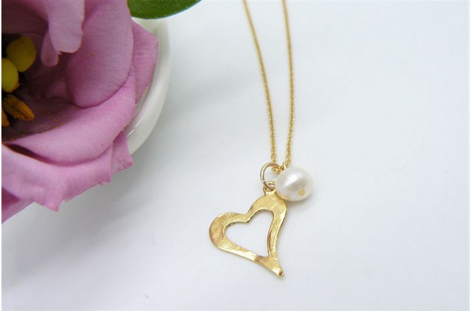 White Pearl & Gold Heart Pendant Necklace