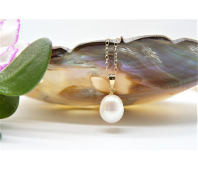 White Large Pearl Pendant Necklace on Gold Chain