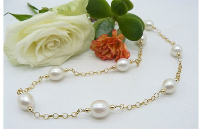 White Large Oval Pearls on Gold Chain Necklace