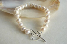 White Medium Round Pearl Bracelet & Heart Toggle Clasp