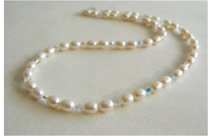 White Small Oval Pearl & Swarovski Crystal Necklace