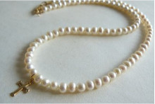 White Smallest Round Pearl Necklace & Goldfil Cross