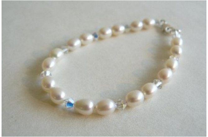 White Small Oval Pearl & Swarovski Crystal Bracelet