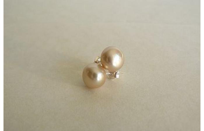 Ivory Pearl Stud Earring - Medium