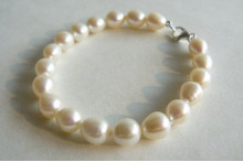 White Large Oval Pearl Bracelet
