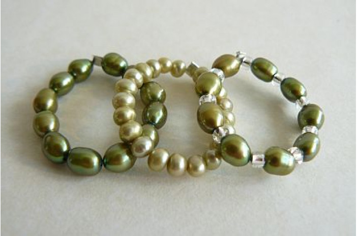 Green Pearl Elasticated Rings
