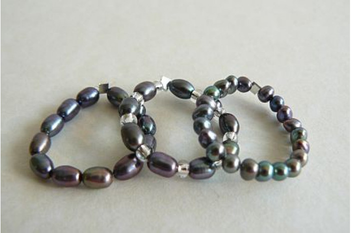 Grey Pearl Elasticated Rings