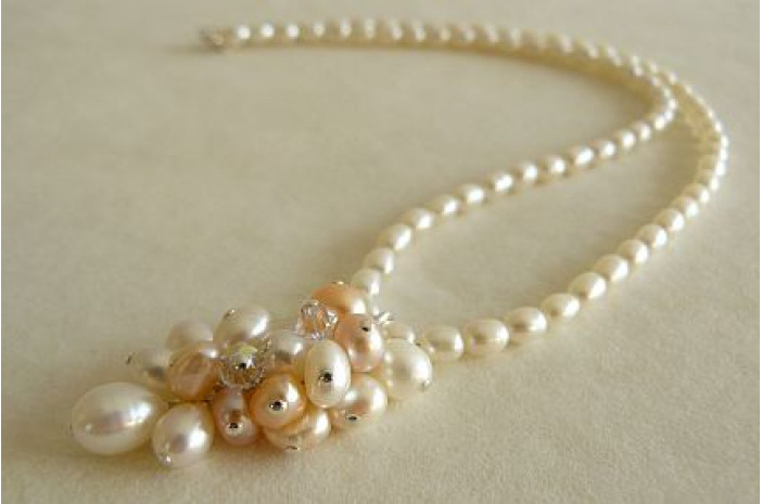 White & Peach Pearl Cluster Necklace