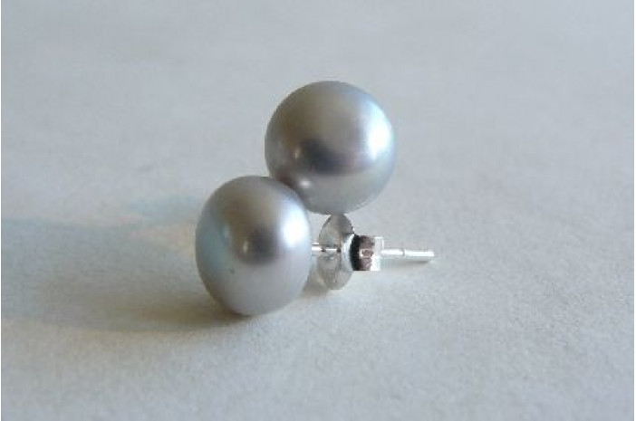 Silver Pearl Stud Earring - Medium