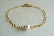 Single White Pearl on Goldfil Chain Bracelet