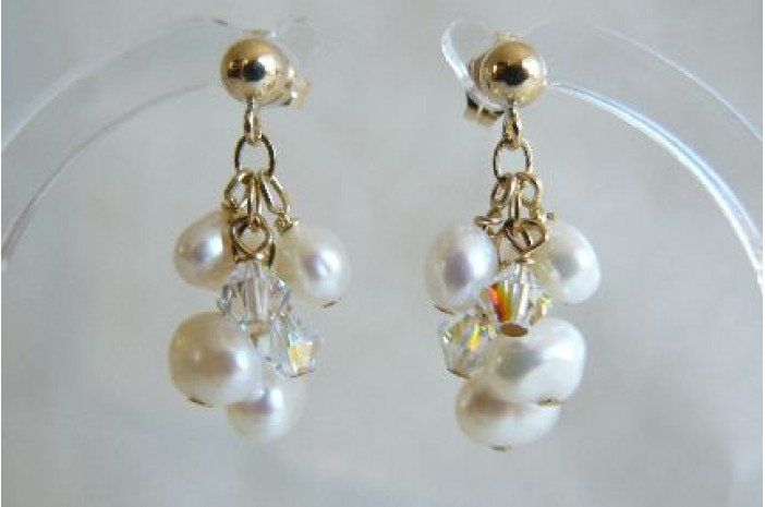 White Pearl Small Cluster Drops on Gold