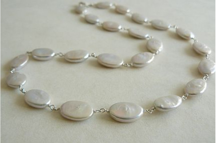 White Flat Oval Pearl Silver Linked Necklace