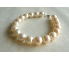 White Large Round Pearl Bracelet