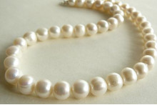 White Large Round Pearl Necklace