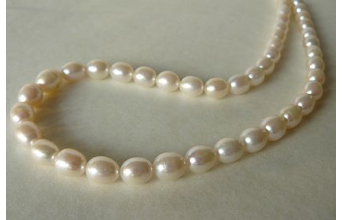 White Medium Oval Pearl Necklace