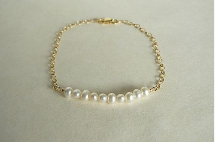 Pearl Curve Bracelet on Goldfil Chain