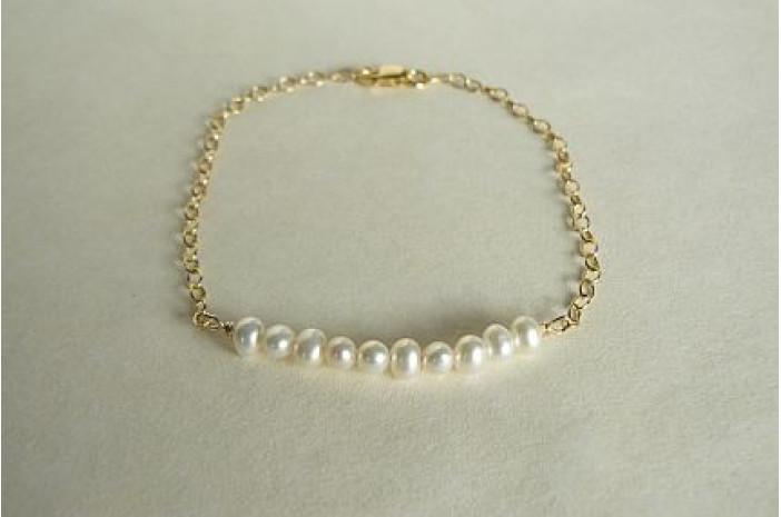 Pearl Curve Bracelet on Goldfil Chain