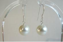 White Small Shell Pearl Drop Earrings